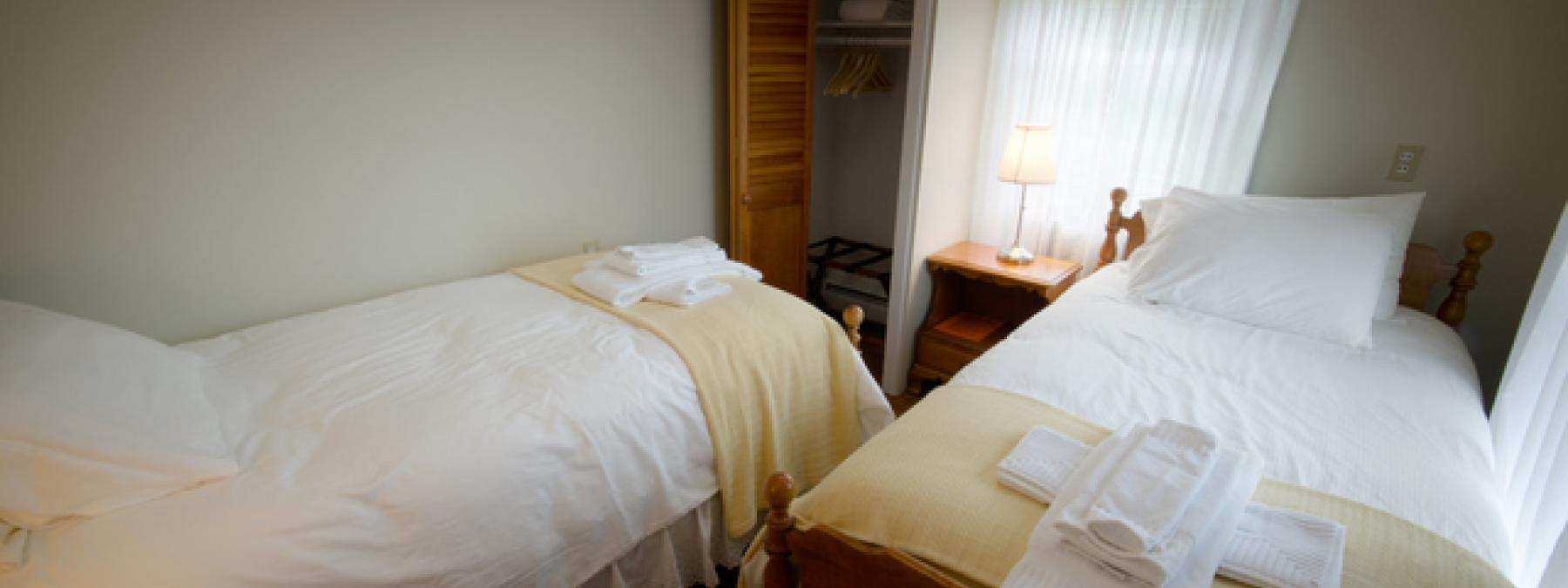 Twin+Twin Bedroom